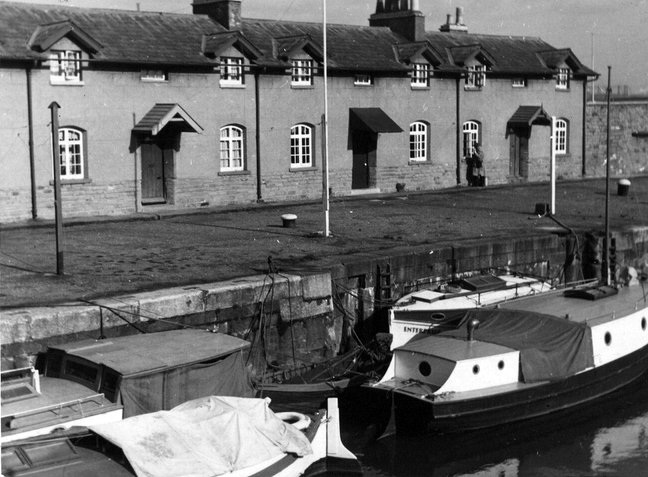 Dock Cottages at Brunels Junction Lock 1930s - Bristol Archives